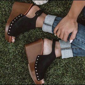Shoes - 🖤 PEEP TOE WEDGES 🖤